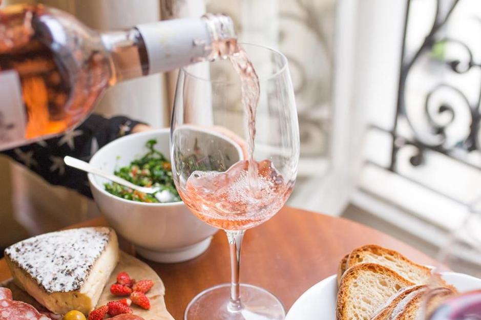 rose wine pour